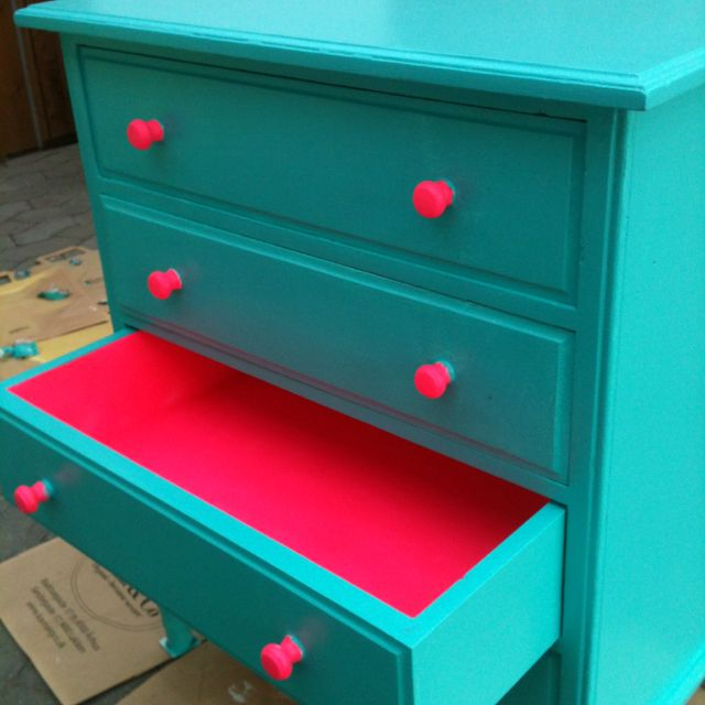 Colorful-Upcycling-Furniture-Projects-homesthetics.net (22)