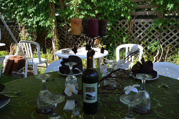 Upcycling Inspiration Pack-Insanely Beautiful DIY Wine Bottle Centerpieces That You Should Try homesthetics decor (22)