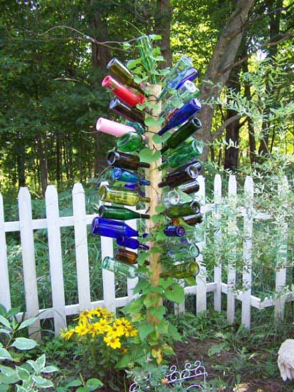 19 sustainable diy wine bottle outdoor decorating ideas for Jardin decor 37