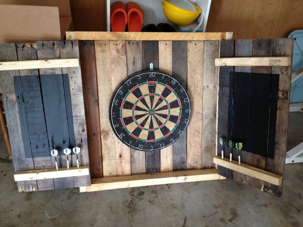 #21 DART WOODEN PALLET ORGANIZER PROTECTING YOUR WALLS