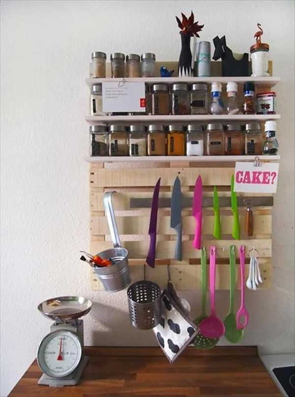 #28 KEEP EVERYTHING IN YOUR GRASP WITH AN ORGANIZER