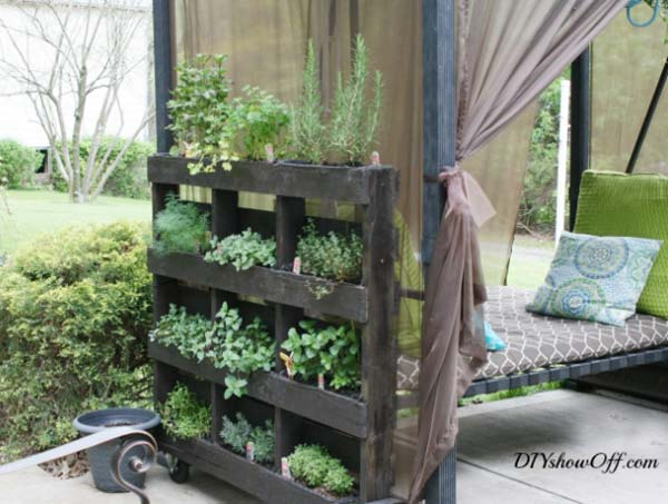 #10 CREATIVE VERTICAL PALLET PLANTER ON WHEELS