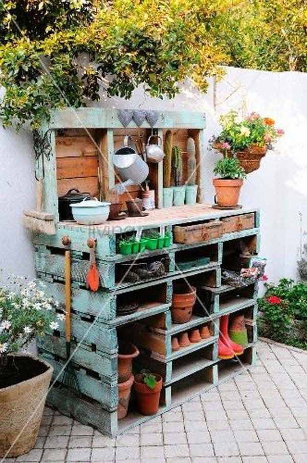 #12 GARDENING OFFICE CORNER MADE FROM WOODEN PALLETS