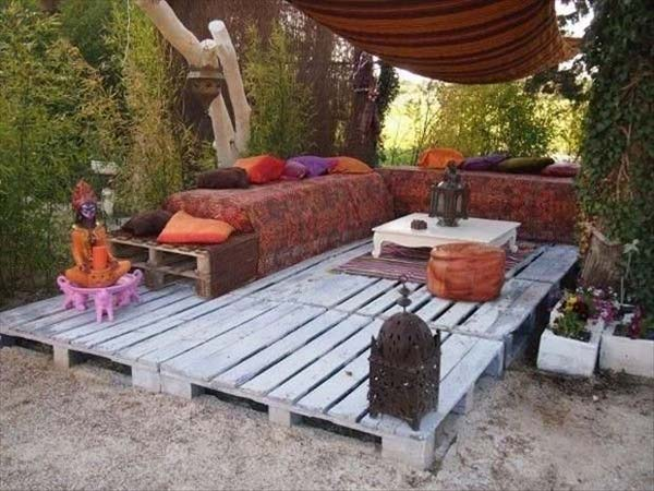 39 insanely smart and creative diy outdoor pallet furniture designs 13 patio floor with easy maintenance solutioingenieria Image collections