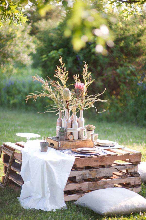#36 SMALL ROMANTIC WOODEN PALLET TABLE