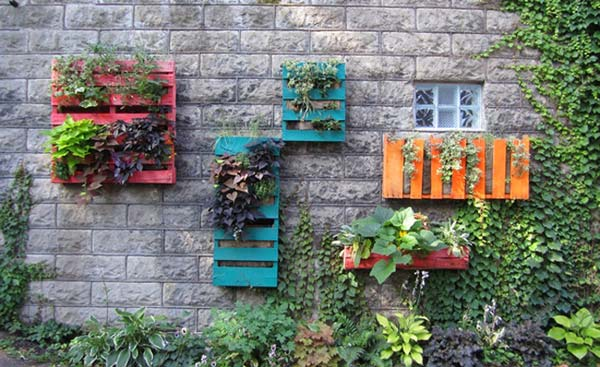 #5 MOUNT WOODEN PALLETS VERTICALLY AND CREATE VERTICAL LIVING WALLS