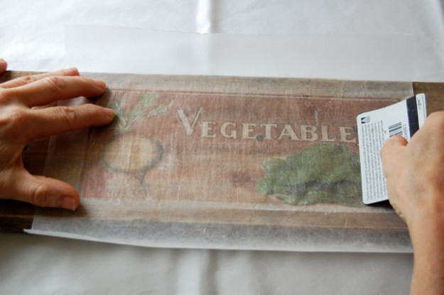 Learn How To Transfer Pictures onto Wood with Wax Paper For The Ultimate Gift homesthetics tutorials (10)
