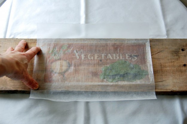 Learn How To Transfer Pictures onto Wood with Wax Paper For The Ultimate Gift homesthetics tutorials (9)