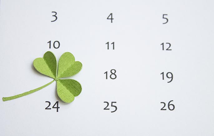 Simply Beautiful DIY March Lucky Shamrock Calendar [Free Printables Included] homesthetics diy tutorial (4)