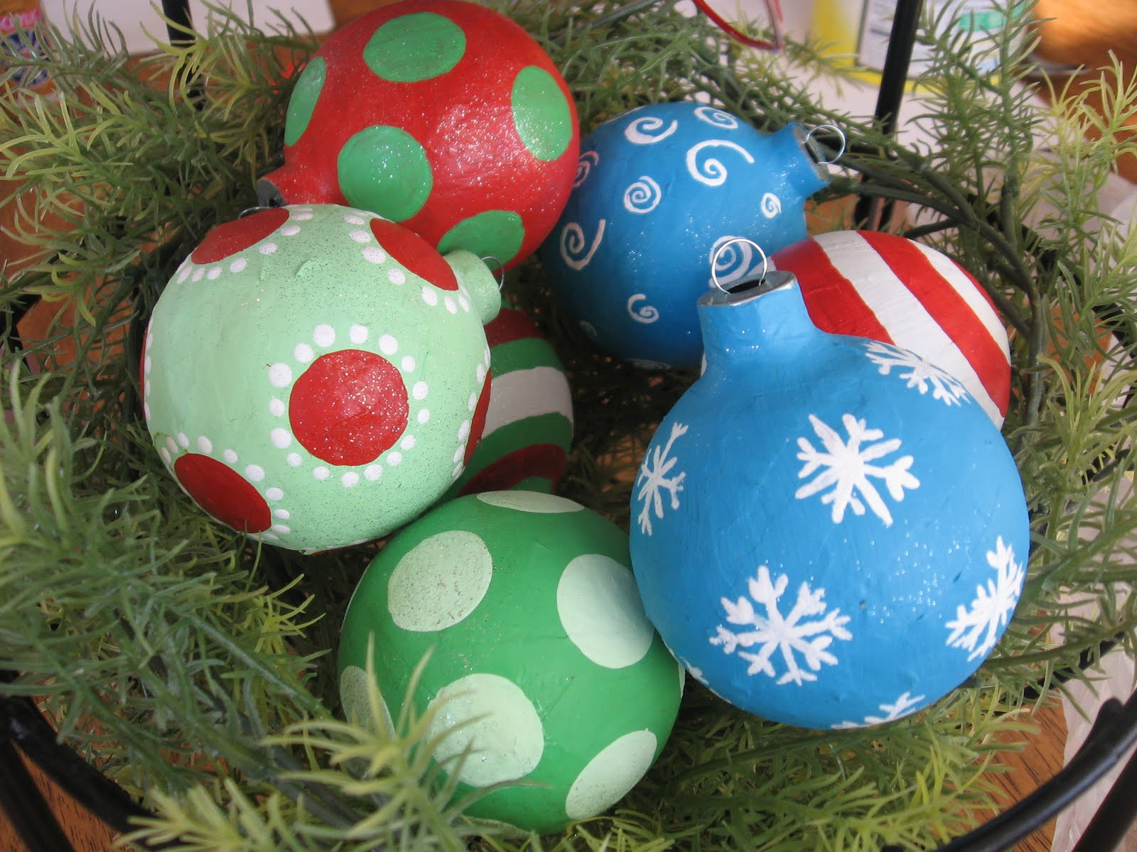 Top 30 crafty paper mache projects you can try for yourself 17 christmas balls from blue cricket designs solutioingenieria Choice Image