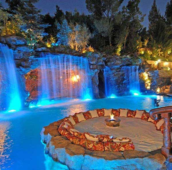 21 Glamorous and Spectacular Lounge Areas and Bedrooms Nestled Between Pools homesthetics decor surrounded by a pool (16)
