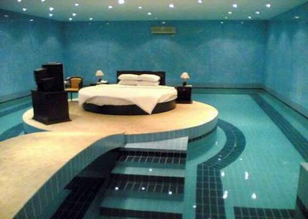 21 Glamorous and Spectacular Lounge Areas and Bedrooms Nestled Between Pools homesthetics decor surrounded by a pool (6)