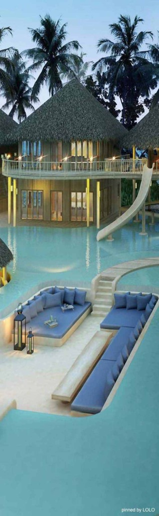 21 Glamorous and Spectacular Lounge Areas and Bedrooms Nestled Between Pools homesthetics decor surrounded by a pool (7)