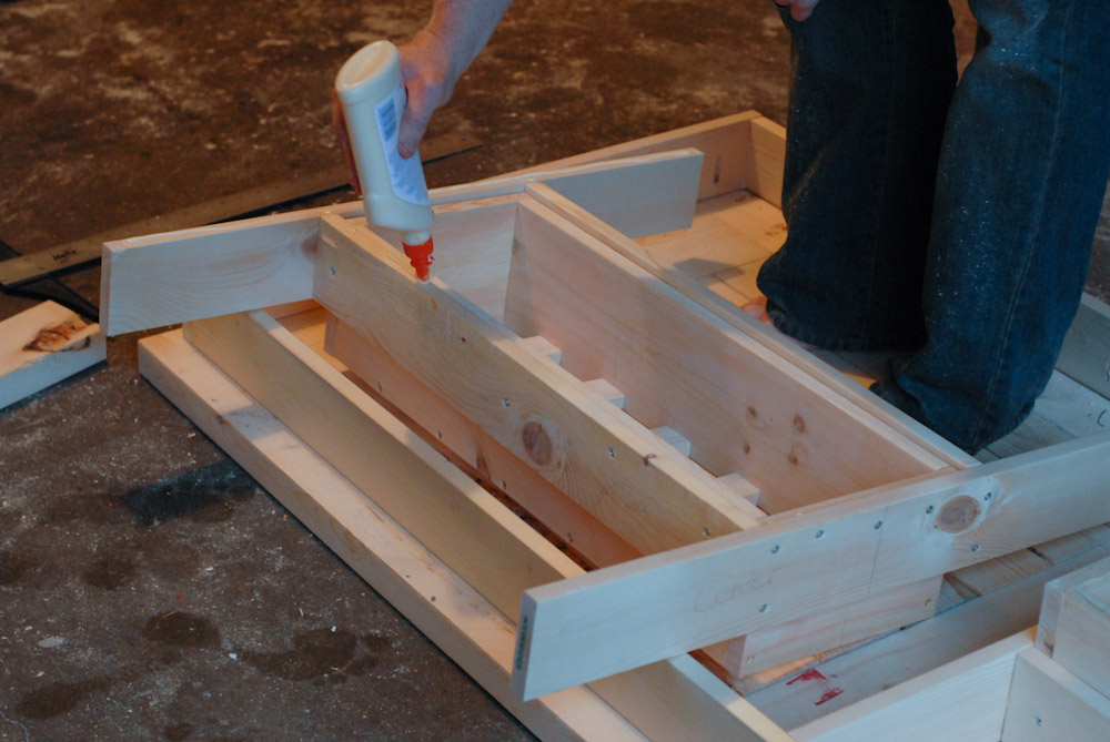 How To Build A DIY Patio Table With Built-in BeerWine Coolers-homesthetics (15)
