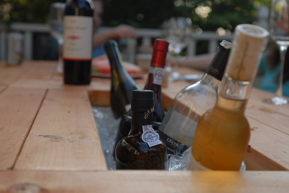 How To Build A DIY Patio Table With Built-in BeerWine Coolers-homesthetics (20)