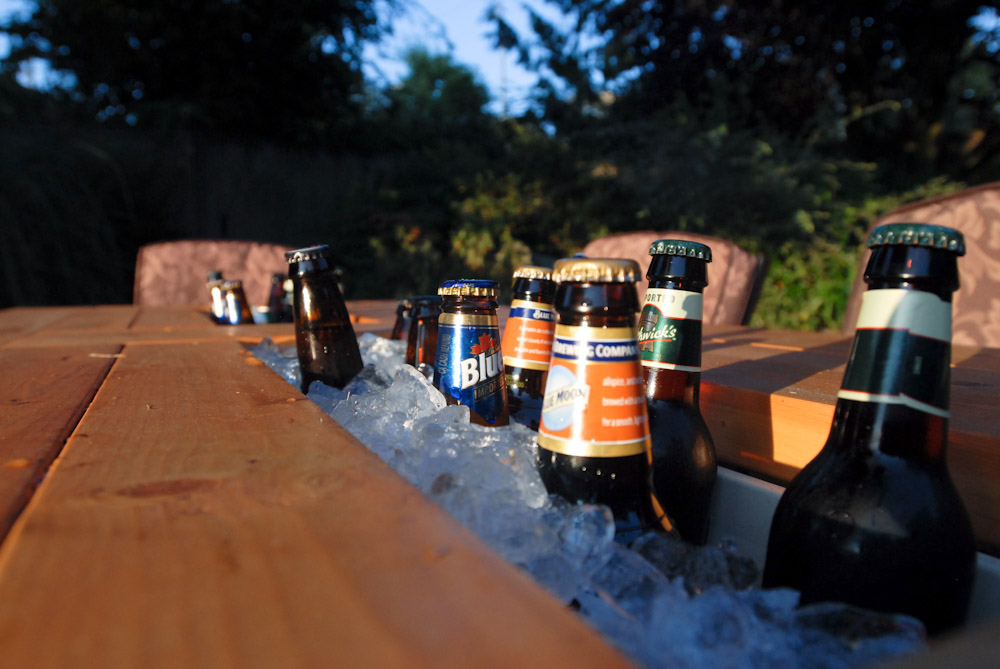 How To Build A DIY Patio Table With Built-in BeerWine Coolers-homesthetics (25)