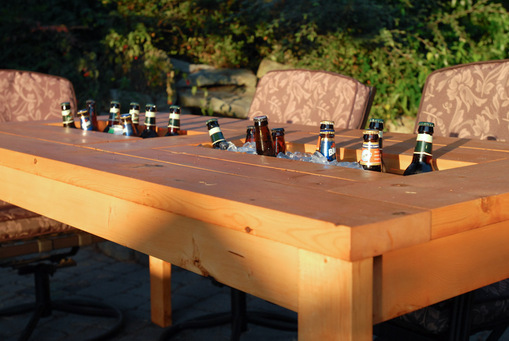 How To Build A DIY Patio Table With Built-in BeerWine Coolers-homesthetics (28)