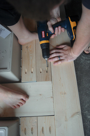 How To Build A DIY Patio Table With Built-in BeerWine Coolers-homesthetics (36)
