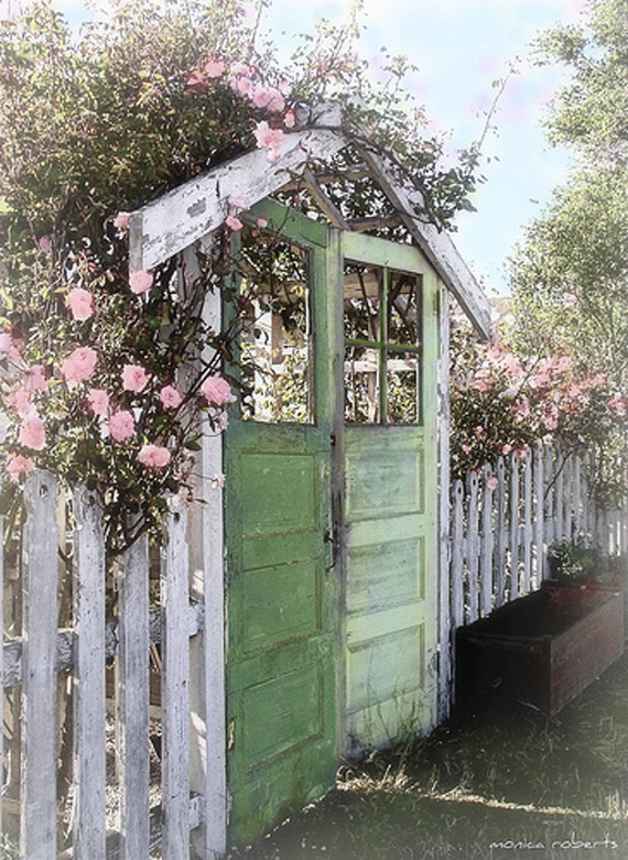 Insanely Beautiful DIY Upcycled Garden Gates That You Will Simply Adore homesthetics recycling windows and doors (1)