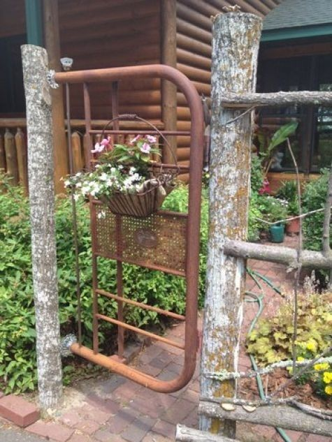Insanely Beautiful DIY Upcycled Garden Gates That You Will Simply Adore homesthetics recycling windows and doors (16)