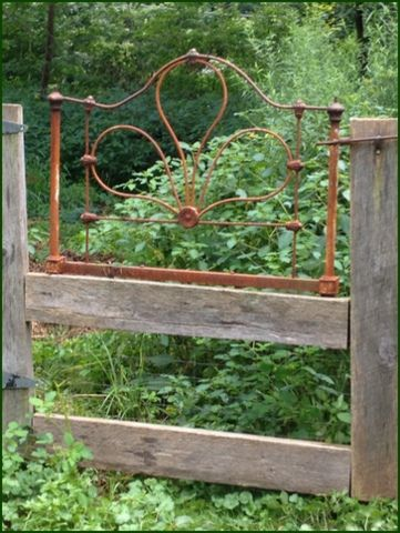 Insanely Beautiful DIY Upcycled Garden Gates That You Will Simply Adore homesthetics recycling windows and doors (19)