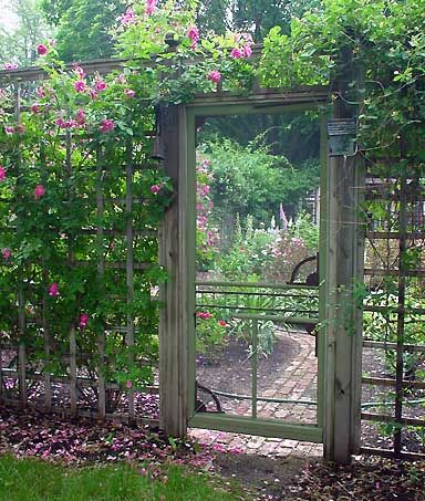 Insanely Beautiful DIY Upcycled Garden Gates That You Will Simply Adore homesthetics recycling windows and doors (20)