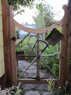 Insanely Beautiful DIY Upcycled Garden Gates That You Will Simply Adore homesthetics recycling windows and doors (21)