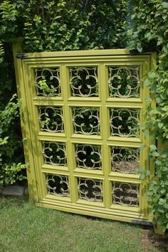 Insanely Beautiful DIY Upcycled Garden Gates That You Will Simply Adore homesthetics recycling windows and doors (4)