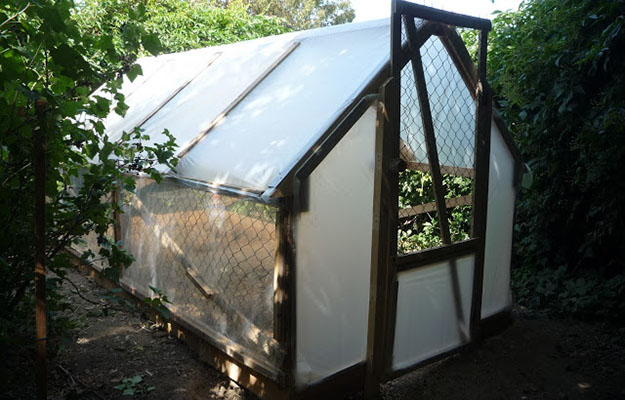 Learn How to Build a GreenHouse With This 7 Tutorials and Transform Your Backyard homesthetics decor (43)