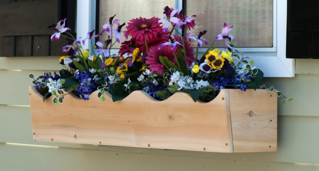 19 Simply Breathtaking Flower Box Ideas to Accessorize Windows With Greenery homesthetics flower decor (6)