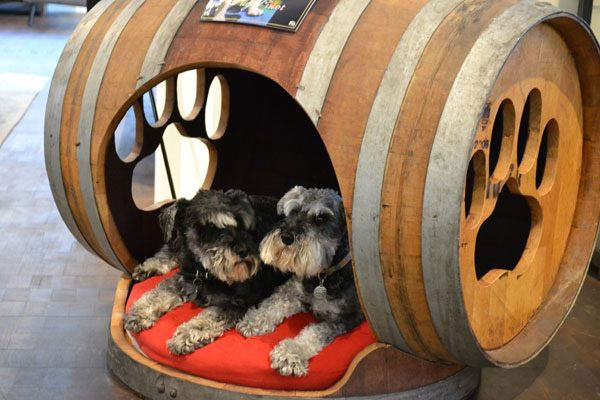 25 Brilliantly Creative DIY Projects Reusing Old Wine Barrels homesthetics decor ideas (11)