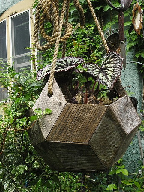 25 Insanely Beautiful Wooden Planter Ideas To Start Right Away