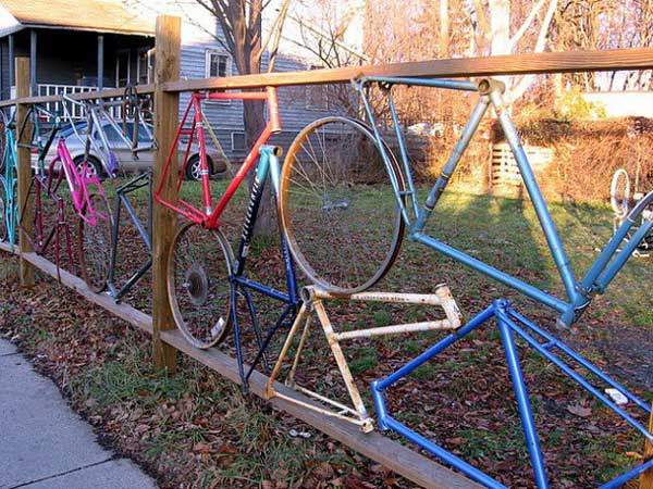 10.FENCE REALIZED OUT OF OLD BICYCLE PARTS