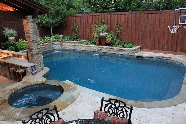 28 Mindbogglingly Alluring Small Backyard Designs Beautified by Swimming Pools homesthetics backyard (19)