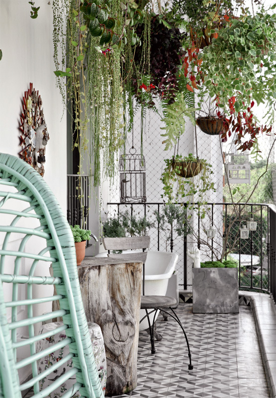 53 Mindblowingly Beautiful Balcony Decorating Ideas to Start Right Away homesthetics.net decor ideas ( & 53 Mindblowingly Beautiful Balcony Decorating Ideas to Start Right Away