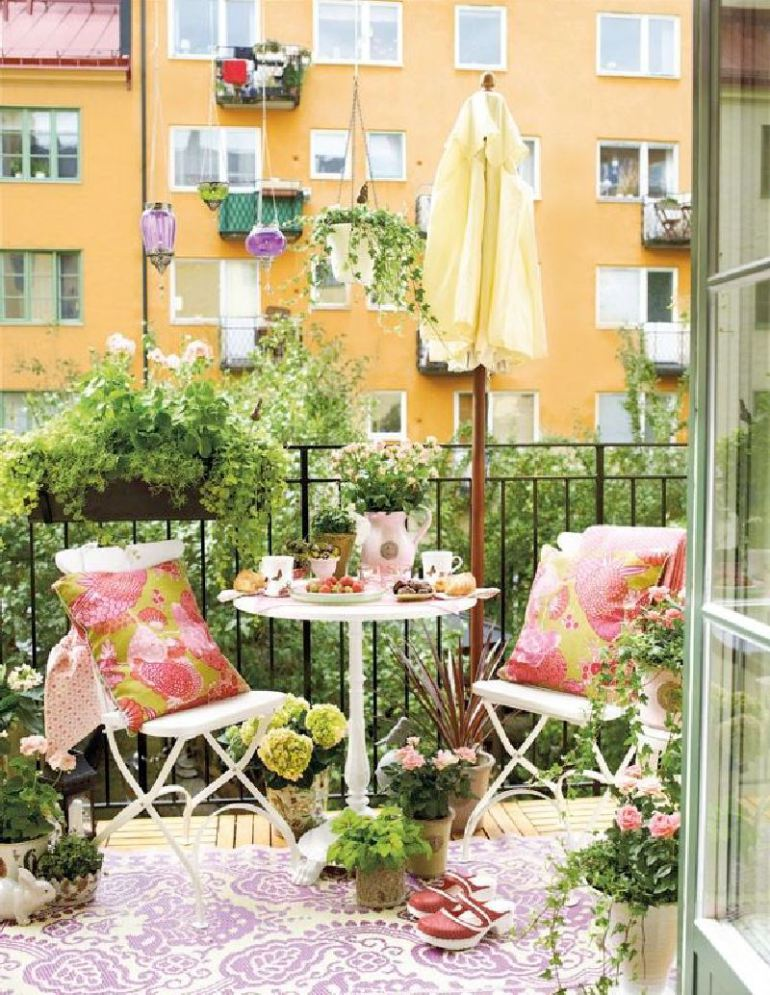 53 Mindblowingly Beautiful Balcony Decorating Ideas to Start Right Away homesthetics.net decor ideas (41)