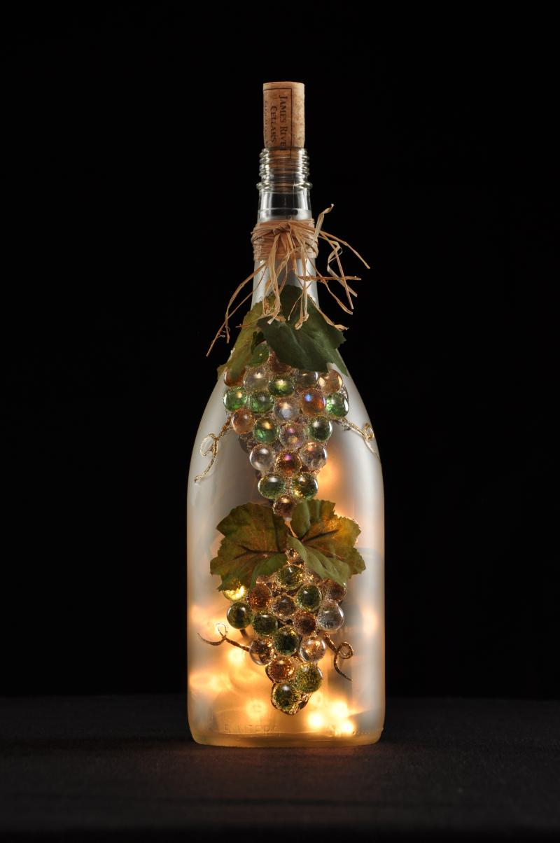 19 of the world 39 s most beautiful wine bottle crafts for How to make wine bottle crafts