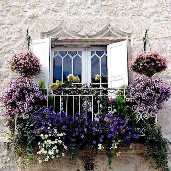 Inspiration Pack Containing 23 of the World`s Most Beautifully Flowered Balcony Gardens homesthetics decor ideas (15)