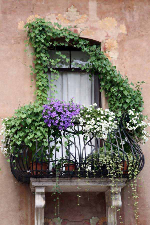 Inspiration Pack Containing 23 of the World`s Most Beautifully Flowered Balcony Gardens homesthetics decor ideas (5)