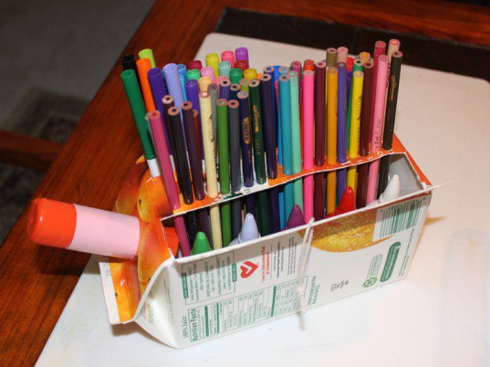 14 Smart Ways to Store and Organize Your Desk in DIY Projects homesthetics diy desk organzing ideas (4)