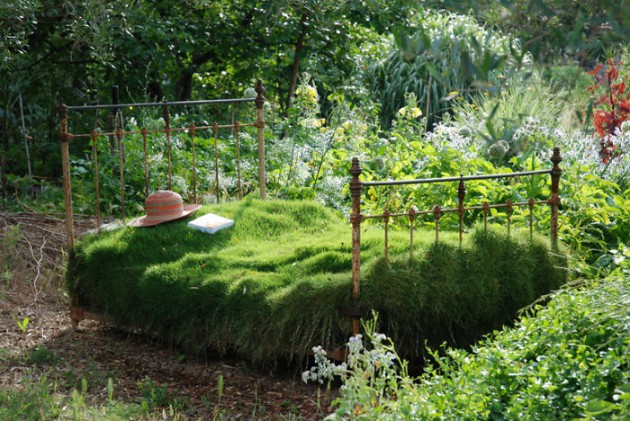19 of The Worlds Best Ways to Repurpose Old Furniture in Your Garden  homesthetics backyard landscaping. 19 of The World s Best Ways to Repurpose Old Furniture in Your Garden