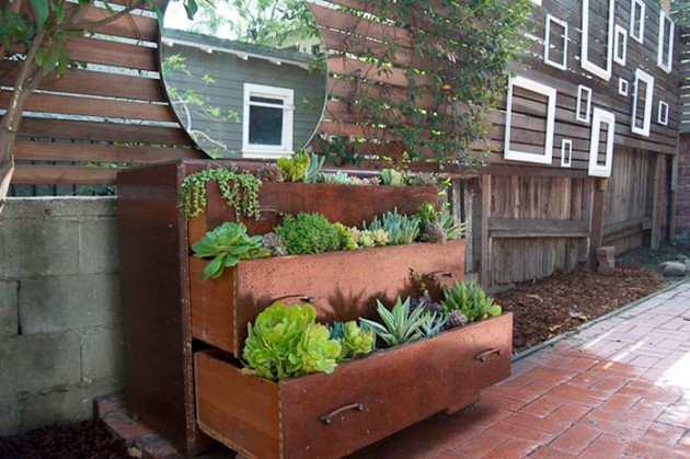 19 of The Worlds Best Ways to Repurpose Old Furniture in Your Garden homesthetics backyard landscaping (13)
