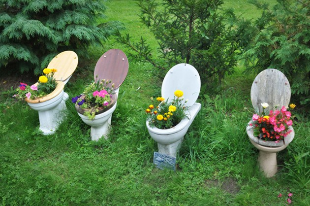 19 of The Worlds Best Ways to Repurpose Old Furniture in Your Garden  homesthetics backyard landscaping  15. 19 of The Worlds Best Ways to Repurpose Old Furniture in Your