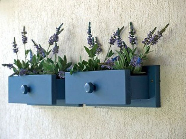 19 of The Worlds Best Ways to Repurpose Old Furniture in Your Garden homesthetics backyard landscaping (16)