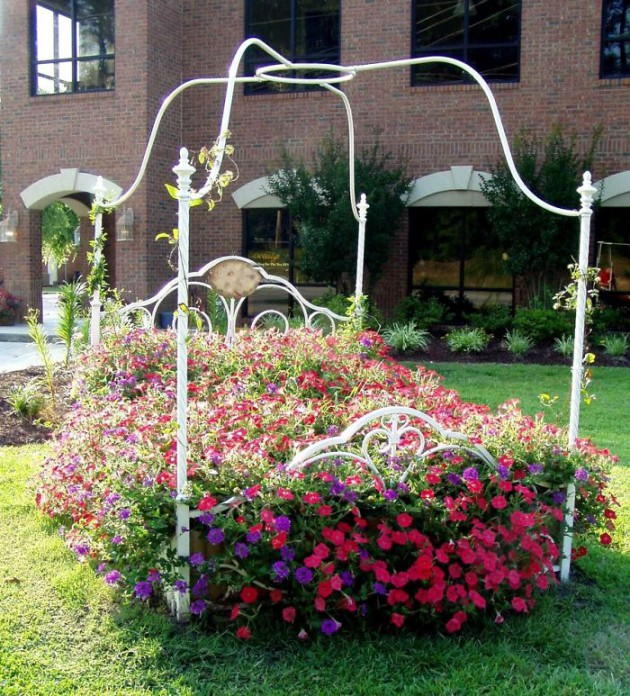 19 of The Worlds Best Ways to Repurpose Old Furniture in Your Garden homesthetics backyard landscaping (17)