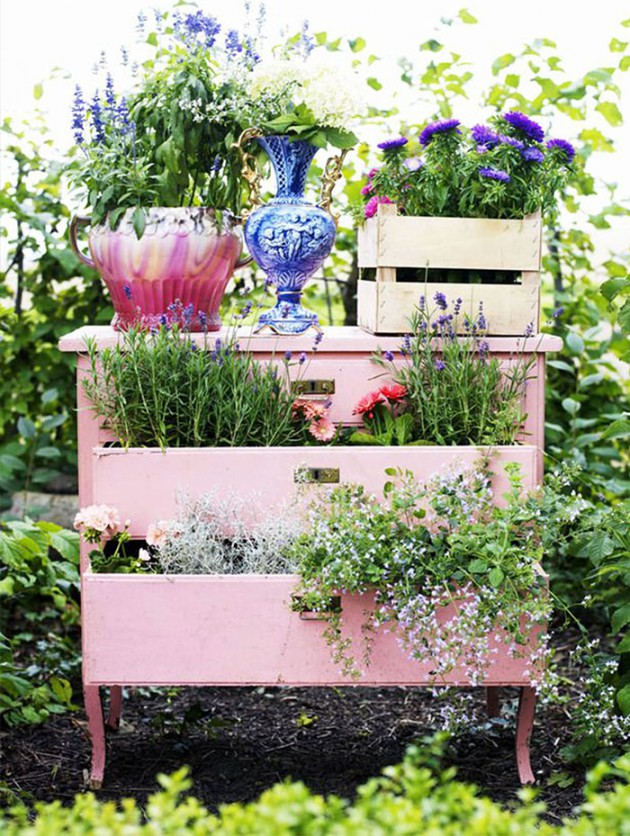 19 of The Worlds Best Ways to Repurpose Old Furniture in Your Garden homesthetics backyard landscaping (3)