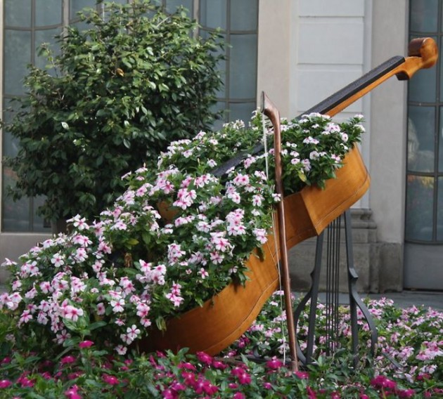 19 of The Worlds Best Ways to Repurpose Old Furniture in Your Garden homesthetics backyard landscaping (5)