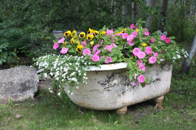 19 of The Worlds Best Ways to Repurpose Old Furniture in Your Garden homesthetics backyard landscaping (6)