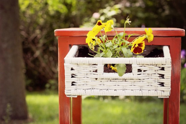 19 of The Worlds Best Ways to Repurpose Old Furniture in Your Garden homesthetics backyard landscaping (8)
