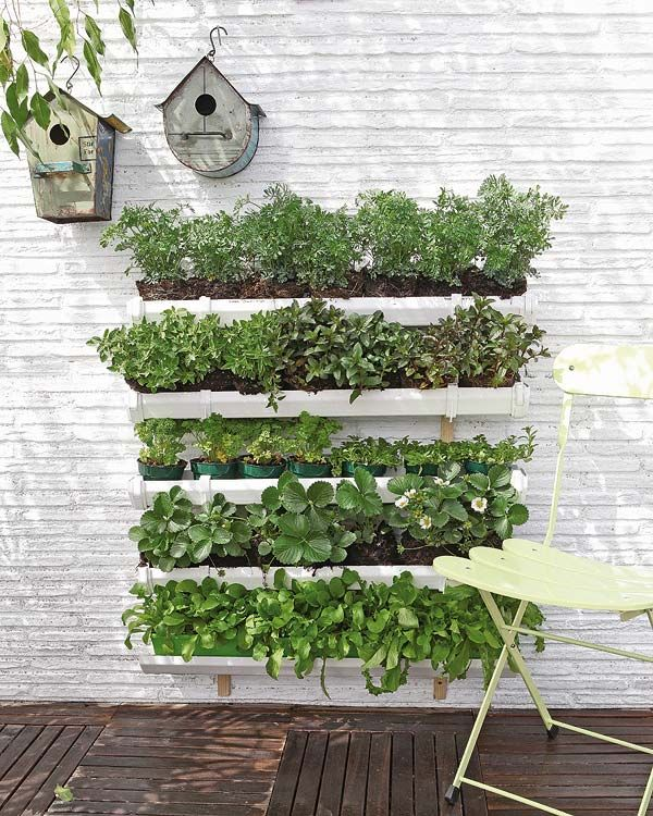21 Simply Beautitful DIY Vertical Garden Projects That Will Transform Your Design homesthetics design (12)